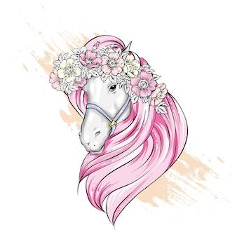 Bellissimo cavallo con fiori nella criniera