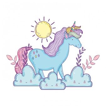 Bellissimo piccolo unicorno con nuvole e sole