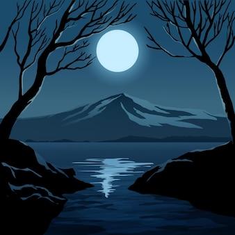 Bella notte con la luna, la montagna e gli alberi in riva al fiume