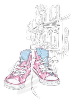 Belle scarpe da ginnastica su una strada cittadina.