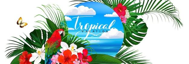 Bellissimo banner tropicale con fiorifarfallapappagallo e foglie di palma e sfondo del mare