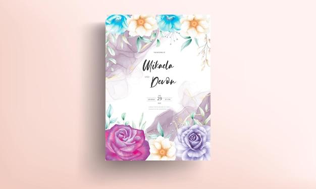 Bellissimo biglietto d'invito per matrimonio floreale ad acquerello con inchiostro alcolico