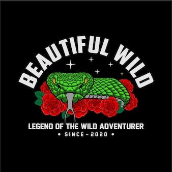 Bello serpente selvatico e rose