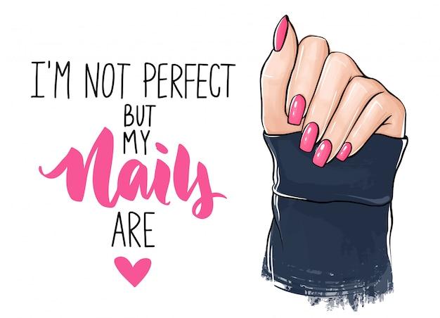 Mani di donna bella con smalto rosa. scritte a mano sulle unghie.