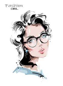 Bella giovane donna in occhiali.