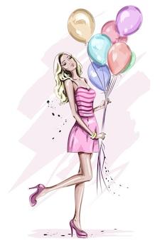 Bella giovane donna con palloncini colorati compleanno