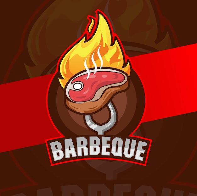 Disegni del logo della bistecca del barbecue di manzo con il fuoco per il ristorante del logo della griglia del barbecue