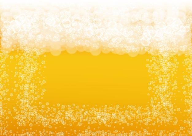 Sfondo di birra. spruzzata di birra chiara artigianale. schiuma oktoberfest. pinta di birra fresca con bolle bianche realistiche.