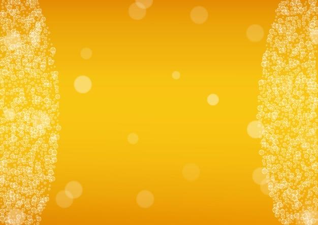 Sfondo di schiuma di birra con bolle realistiche. bevanda fresca per il design del menu del ristorante, striscioni e volantini. fondo orizzontale giallo della schiuma della birra. pinta fredda di birra chiara o ale.