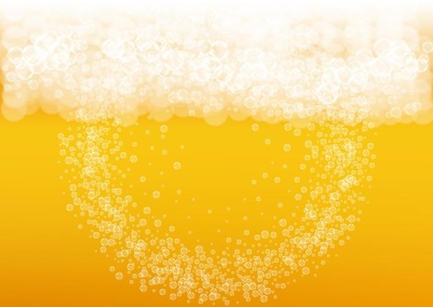 Sfondo di schiuma di birra con bolle realistiche. bevanda liquida fresca per la progettazione di menu di pub e bar, striscioni e volantini. fondo orizzontale giallo della schiuma della birra. bicchiere di birra fredda per il design del birrificio.