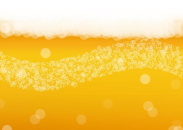 Sfondo di schiuma di birra con bolle realistiche. bevanda liquida fresca per la progettazione di menu di pub e bar, striscioni e volantini. fondo orizzontale giallo della schiuma della birra. pinta fredda di birra chiara o birra chiara.