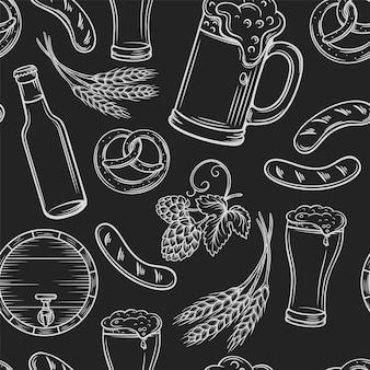 Modello senza cuciture di birra. layout di pub nero, incisione di icone di birra.