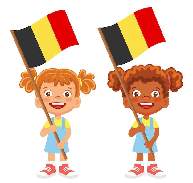 Bandiera del belgio in mano. bambini che tengono bandiera. vettore di bandiera nazionale del belgio
