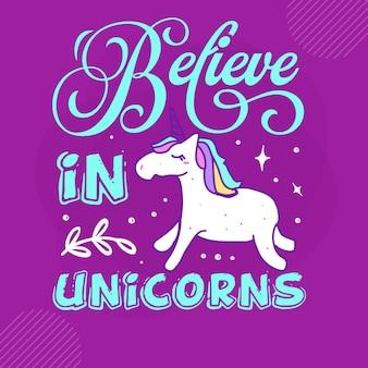 Credi nelle scritte a mano degli unicorni disegno vettoriale premium