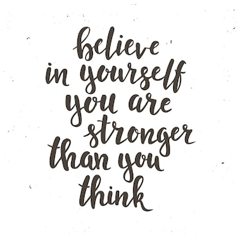 Credi in te stesso che sei più forte di quanto pensi. poster di tipografia disegnati a mano. t-shirt con lettere a mano design calligrafico. tipografia vettoriale ispiratrice