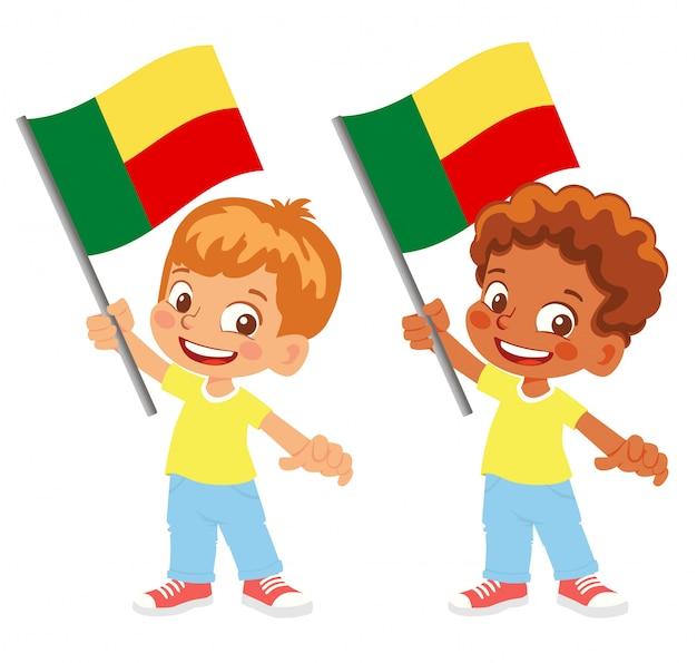 Bandiera del benin in mano insieme