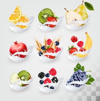 Grande raccolta di icone di frutta in una spruzzata di latte. lampone, fragola, mela, mora, mirtillo, banana, arancia, frumento, pera, uva, kiwi, melograno. insieme di vettore 4.