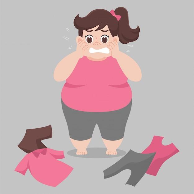 La donna grassa non può indossare i suoi vestiti perché è troppo grassa