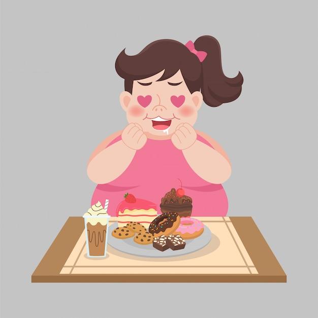 La grande donna felice gode di mangia il dessert dolce
