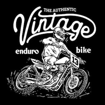 Il motociclista guida un'illustrazione di motocicletta personalizzata su pista piatta