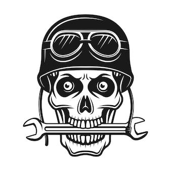 Cranio del motociclista in casco con occhiali e chiave inglese in bocca illustrazione