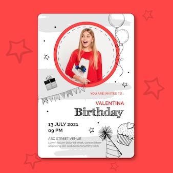 Modello di carta di compleanno con foto Vettore Premium