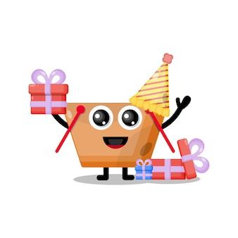 Simpatico personaggio mascotte del carrello della spesa di compleanno