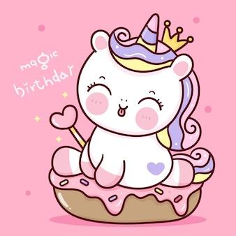 Il fumetto della principessa dell'unicorno di compleanno che tiene la bacchetta magica si siede sull'animale di kawaii del bigné