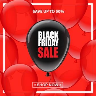 Palloncino nero con testo di vendita del venerdì nero su sfondo di palloncini rossi