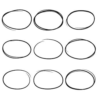 Cerchi di scarabocchio neri e disegnati