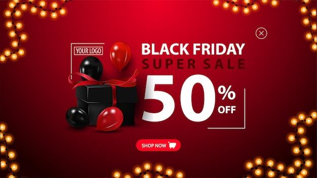 Saldi del black friday, fino al 50% di sconto, banner sconto moderno per il tuo sito web con scatola regalo nera, palloncini rossi e neri ed elegante stampa tipografica