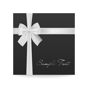 Biglietto di auguri nero con fiocco bianco isolato su bianco