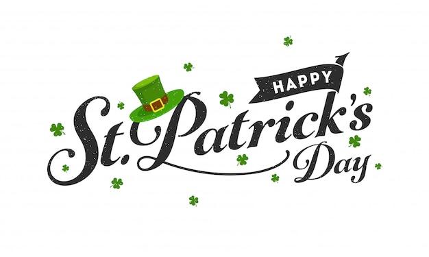 Fonte nera felice di giorno di st patrick con il cappello del leprechaun e le foglie dell'acetosella su bianco