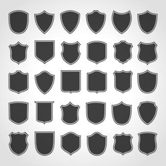 Set di cornici di scudi vintage neri. vecchi adesivi vuoti