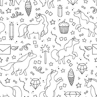 Modello senza cuciture disegnato a mano in bianco e nero con unicorni.