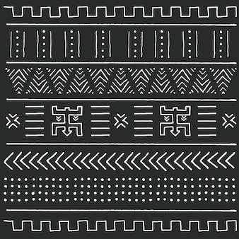 Modello etnico tribale in bianco e nero con elementi geometrici, tradizionale panno di fango africano, disegno tribale