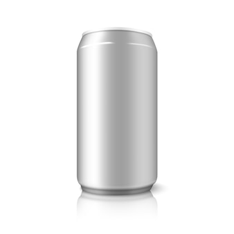 Lattina di alluminio vuota, per diversi modelli di birra, alcol, bibite, soda, acqua, ecc. isolato su sfondo bianco con riflessi.