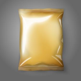 Confezione di snack in lamina dorata realistica vuota isolata su sfondo grigio con posto per il vostro disegno e illustrazione del marchio