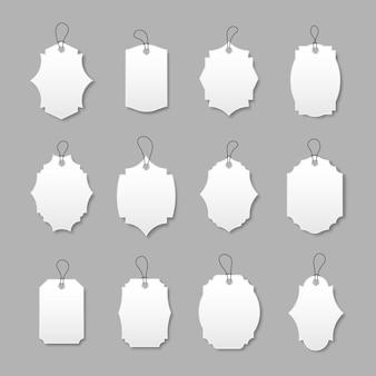 Cartellini dei prezzi in carta bianca o cartellini regalo in diverse forme offerta speciale etichette con cordino