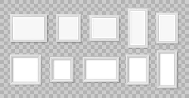Cornice foto vuota sul muro. cornice per foto vuota quadrata realistica bianca isolata su sfondo trasparente. elemento di design moderno per il tuo prodotto o presentazione. illustrazione.