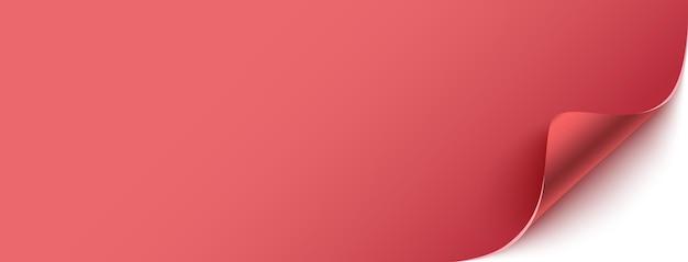 Carta rossa bianca con angolo piegato, sfondo con spazio di copia
