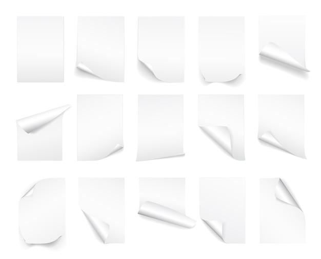 Foglio bianco di carta bianca con angolo arricciato e ombra
