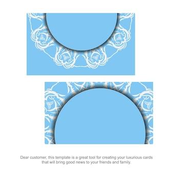 Un biglietto da visita blu con un lussuoso ornamento bianco per i tuoi contatti.