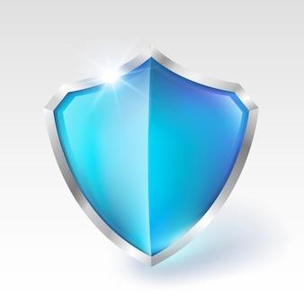 Scudo di metallo di cristallo blu isolato su sfondo bianco