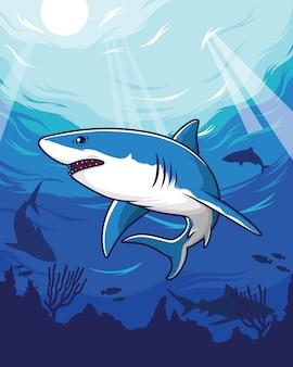 Squalo azzurro che nuota nel mare con il corallo