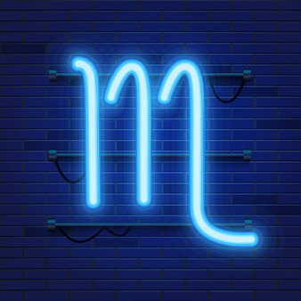 Simbolo dello zodiaco al neon cosmico brillante blu scorpione sul muro di mattoni.