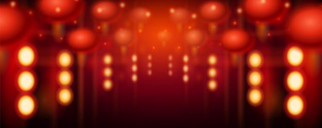 Lanterne sfocate e luci in corridoio o incombenti lampade a sospensione in via cinese. coreano o taiwan