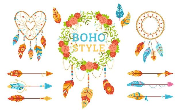 Insieme di elementi di design in stile boho. corona floreale boema con piume, acchiappasogni, freccia