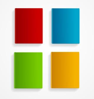 Libri colorati insieme vuoto isolato su sfondo bianco. modello vuoto.