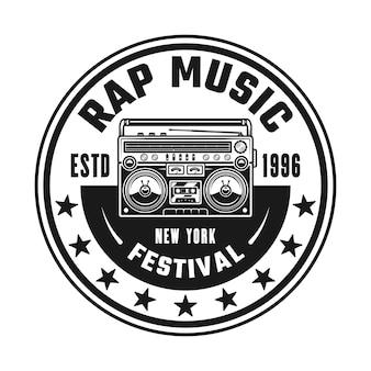 Boombox vettore musica hip-hop rotondo emblema, distintivo, etichetta o logo in stile vintage monocromatico isolato su sfondo bianco